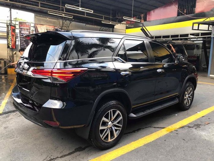 2nd picture of Toyota Fortuner V 2017 4x2 Looking For in Cebu, Philippines