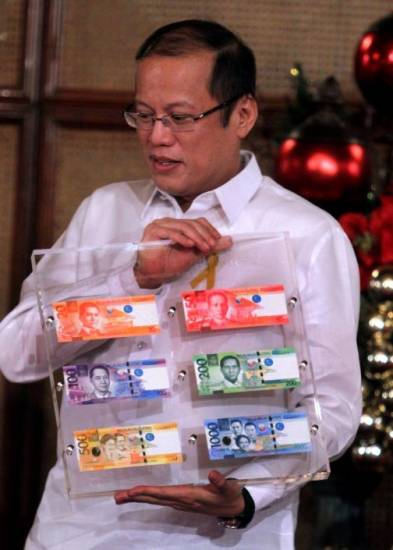 Picture of New Peso Bills in the Philippines