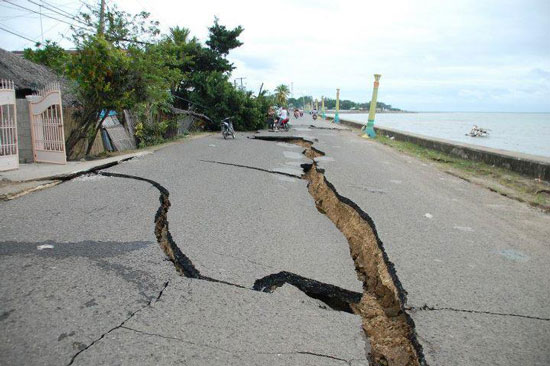 Quake destroyed the roads in Negros Occidental